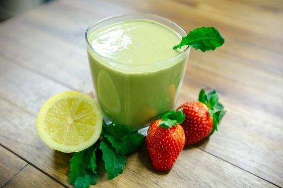 strawbana-kale-smoothie